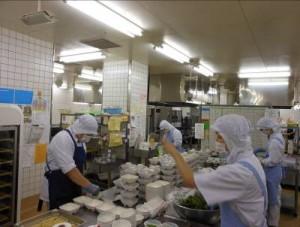 栄養科:厨房作業写真